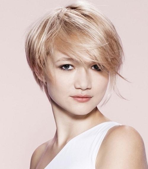 Perempuan Rambut Yang Sangat Pendek Potongan Rambut Perempuan Trendi Foto
